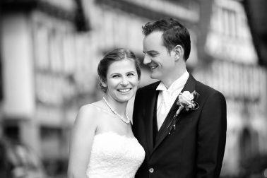 Brautpaar-Hochzeit-Fokus-schwarz-weiß