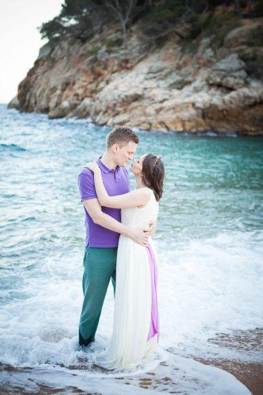 Brautpaar-Meer-Strand-Wellen