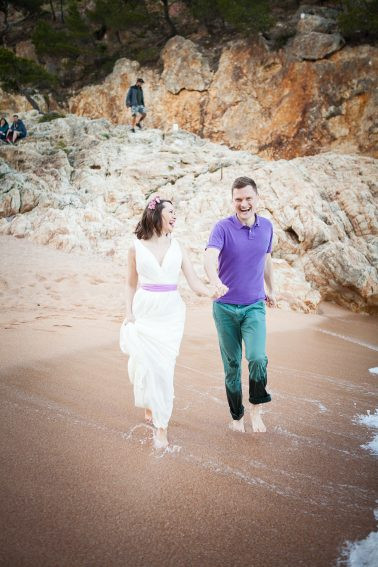 Brautpaar-Strandlauf-Spass