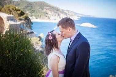 Brautpaarshooting-Klippen-Kuss