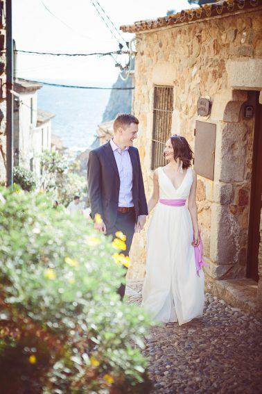 Brautpaarshooting-Spaziergang-Seitenstrassen