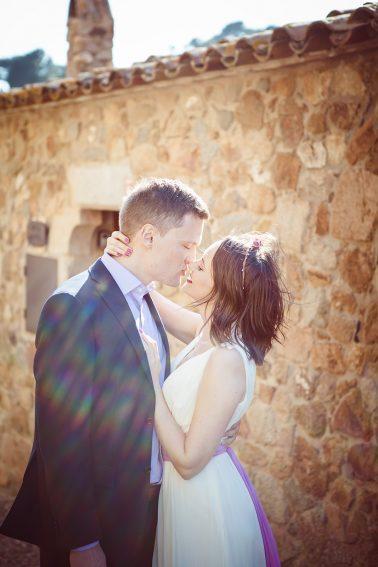 Brautpaarshooting-romantische-Gassen-einander-luessen