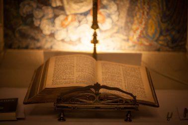 Hochzeitsreportage-Bibel-Kirche-Trauung