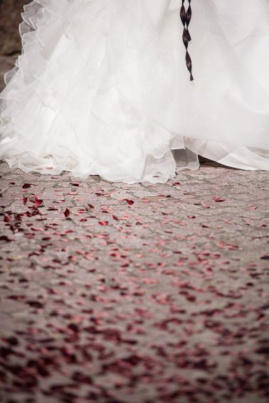 Hochzeitsreportage-Brautkleid-Herzen-Momentaufnahme