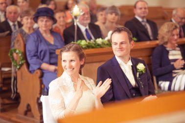 Hochzeitsreportage-Brautpaar-Trauung-Happy-Zeremonie