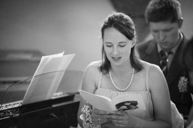 Hochzeitsreportage-Gesang-Trauung-Familie