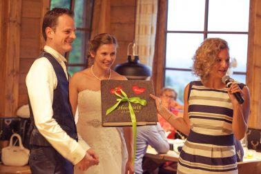 Hochzeitsreportage-Hochzeitsgesellschaft-Feier-Geschenk-Filzbuch-Familie