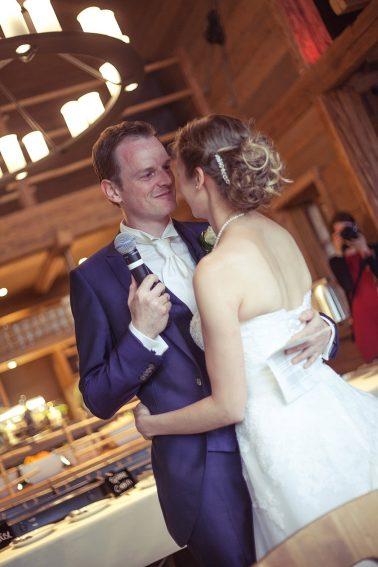 Hochzeitsreportage-Rede-Hochzeitspaar-Romantik-Kuss-Versprechen