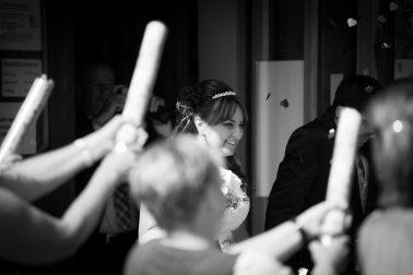 Hochzeitsreportage-nach-der-Trauung-schwarz-weiß