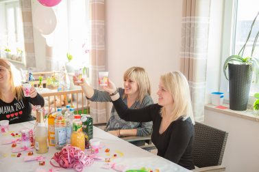 Babyparty anstossen