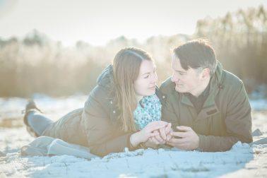 Paarbilder-Gegenlicht-im-Winter
