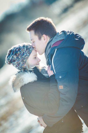 Paarshooting-Kuss-im-Sonnenschein