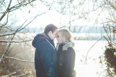 Paarshooting-Winter-Gegenlicht-Romantik-Liebespaar
