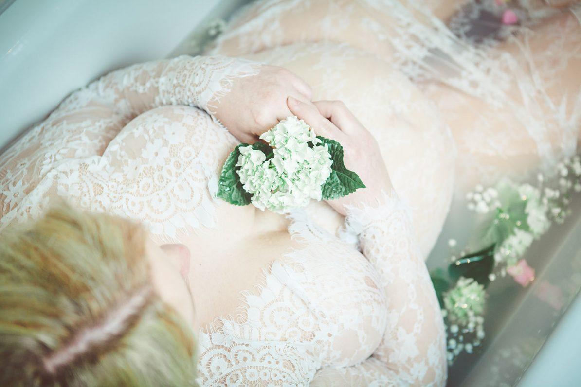 Schwangerschaft-Bilder-Blumen-Badewanne