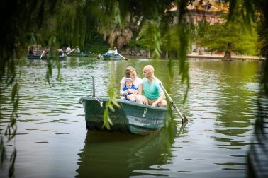 familienshooting-im-boot-pappeln