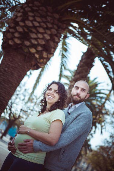 paarshooting-babybauch-unter-palmen