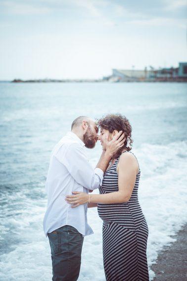 paarshooting-strand-kuss-schwangerschaft
