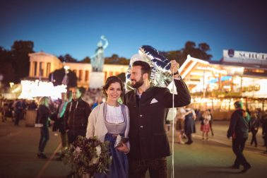 Brautpaar Hochzeit auf der Wiesn München