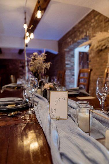 Deko Inspiration Boho Winter Hochzeit mit Trockenblumen im Mühlenhof Kalkar am Niederrhein