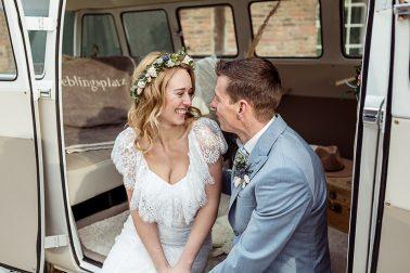 Brautpaar im Bulli im Mühlenhof Kalkar