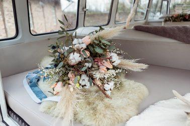 Inspiration Brautstrauß Trockenblumen Boho Winterhochzeit
