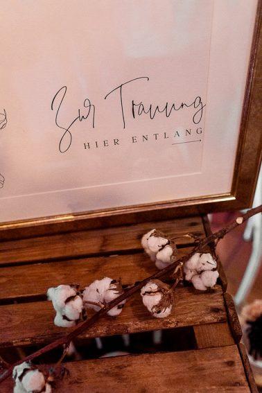 Hochzeitspapeterie Boho Winter Hochzeit mit Trockenblumen im Mühlenhof Kalkar am Niederrhein