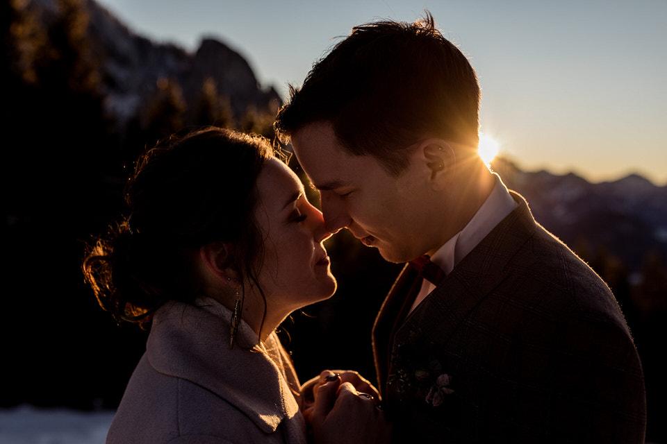 Sonnenuntergang Brautpaar Destination Wedding im Winter Rohrkopfhütte im Allgäu