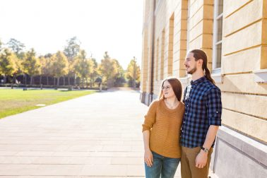 Herbstliches Verlobungsshooting am Schloss in Karlsruhe