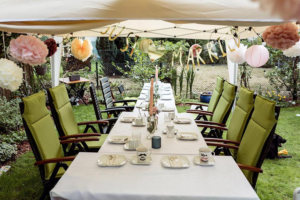 DIY Gartenhochzeit in Eller Pavillon