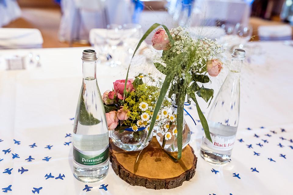 Heiraten im Waldknechtshof Baiersbronn klosterreichenbach Frühlingsblumen